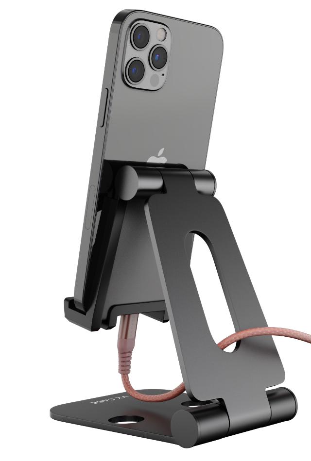 Celular carregando enquanto utiliza o Iron Holder