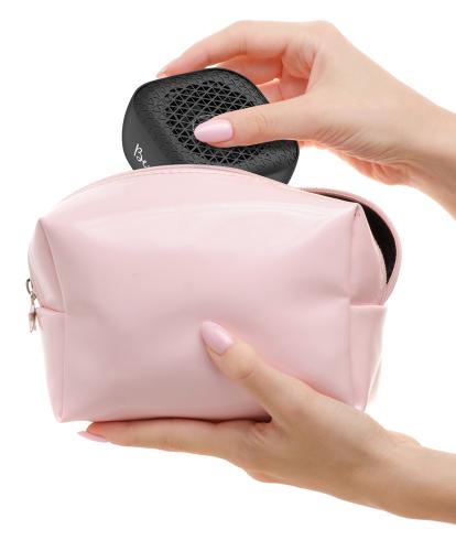 Joy Speaker dentro de uma bolsa
